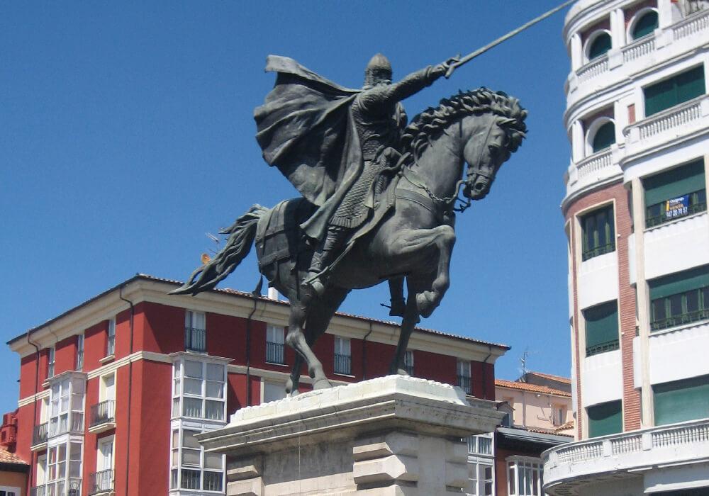 No olvides tomarte foto junto a la estatua de este majestuoso personaje. El Mío Cid.