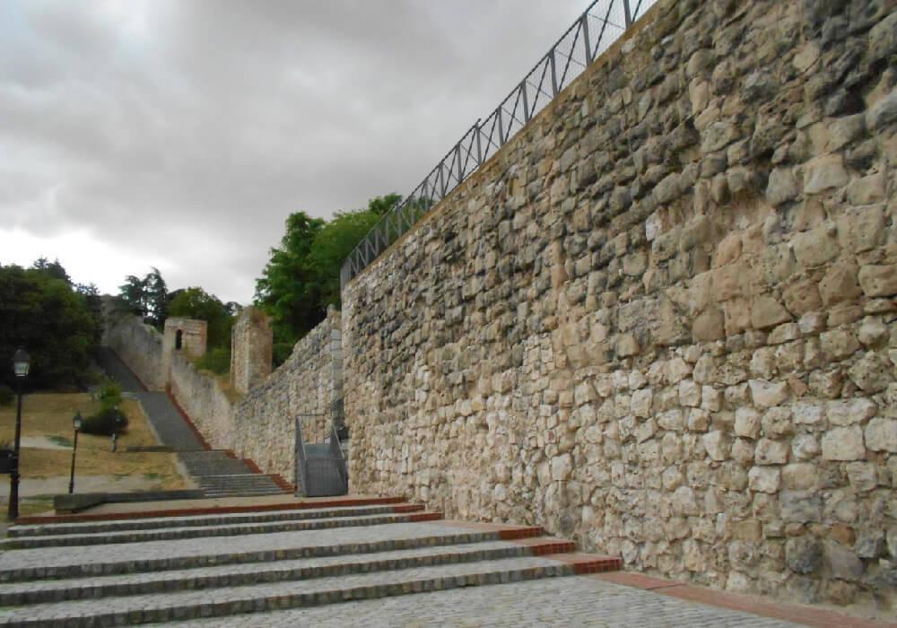 Ésta muralla es uno de los vestigios más antiguos de la ciudad de Burgos.