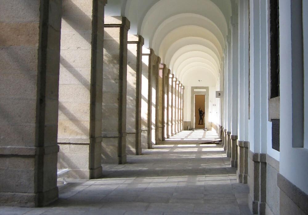Debes saber que continua a las obras posteriores que muestra el Museo del Prado, se enfoca en el siglo XX.