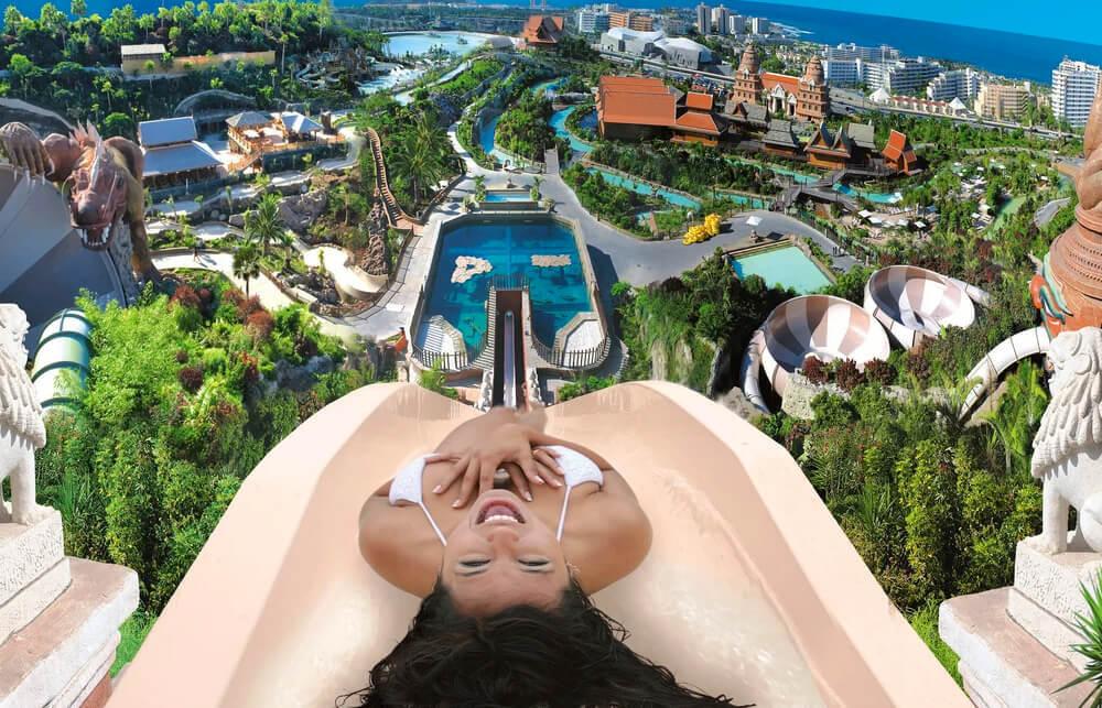 Atrévete a vivir la adrenalina en el parque acuático de las Islas Canarias.