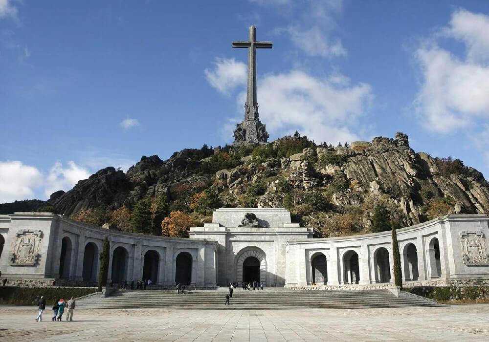 Ésta increíble basílica fue creada por obra de manos esclavas de presos y trabajadores entre 1940 y 1958.