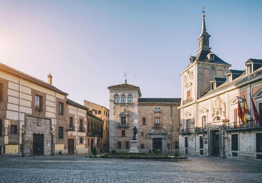 Viaja un rato en el tiempo al recorrer la increíble zona de Madrid de los Asturias.