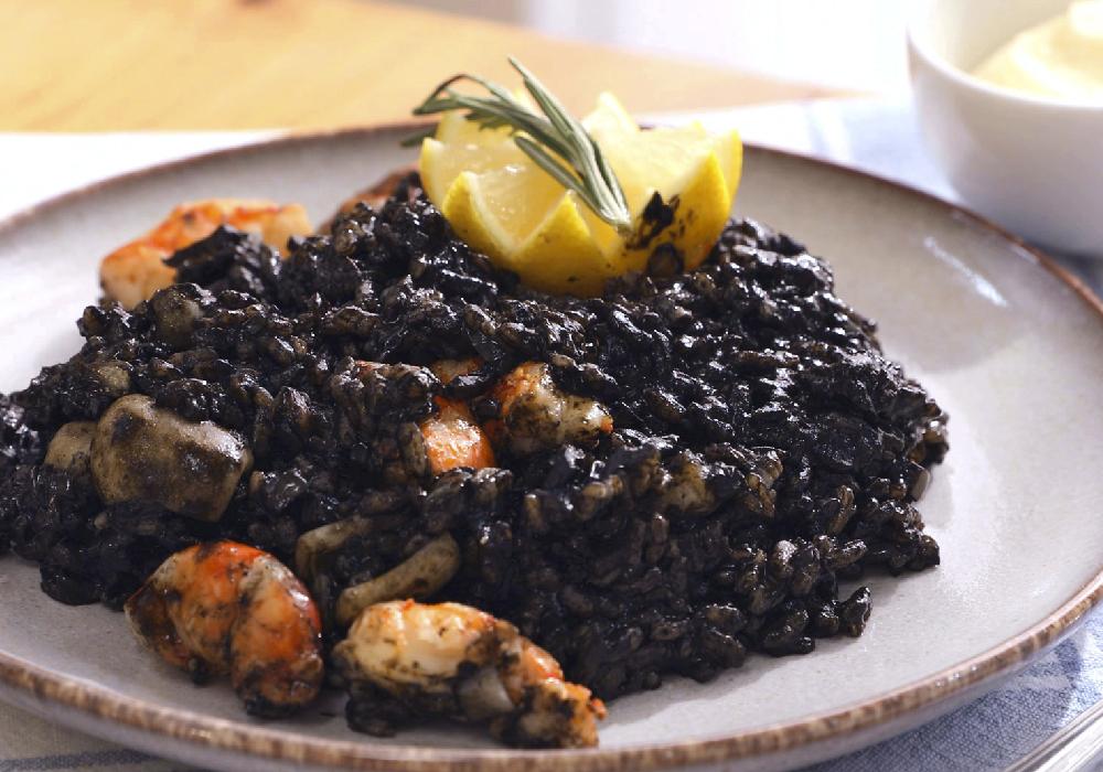 Arroz negro otro platillo que debes de probar en Comunidad Valenciana.