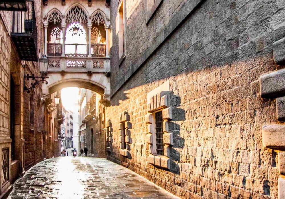 El barrio Gótico de Barcelona es una de las paradas que debes realizar en tu escapada por Barcelona.