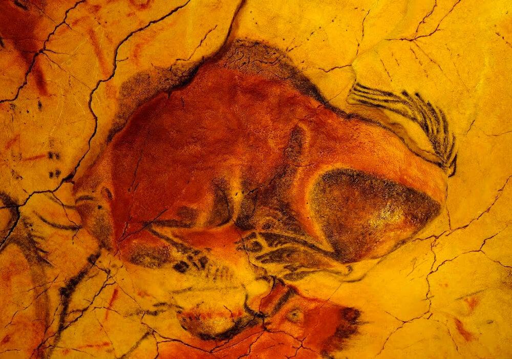 Los famosos Bisontes de la cueva de Altamira en tu escapada a Cantabria.