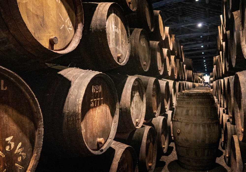 Descubre las bodegas de vino en tu escapada a Barcelona.