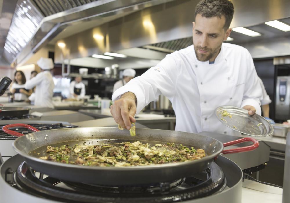 Disfruta de una buena paella en tu viaje a la Comunidad Valenciana.