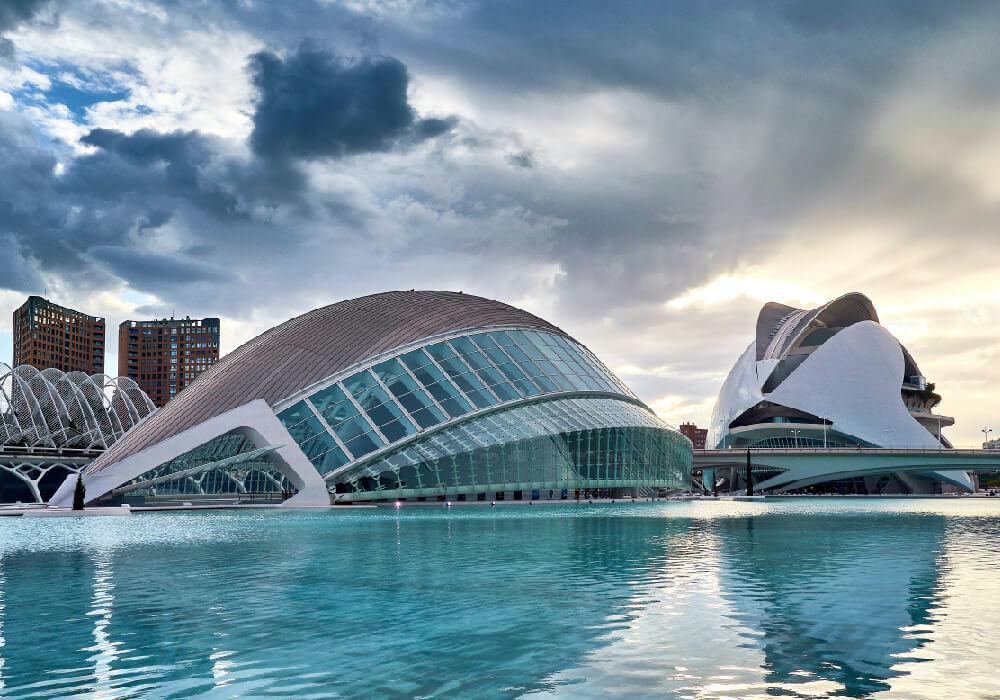 Definitivamente esta parada a la Ciudad de las Artes y de la ciencia no te la puedes perder en tu escapada a Valencia.