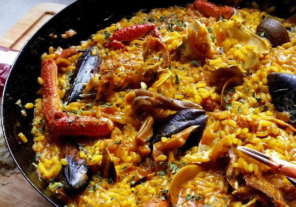 De todos los diversos lugares que hay para disfrutar de una paella, Comunidad Valenciana es uno de los mejores.