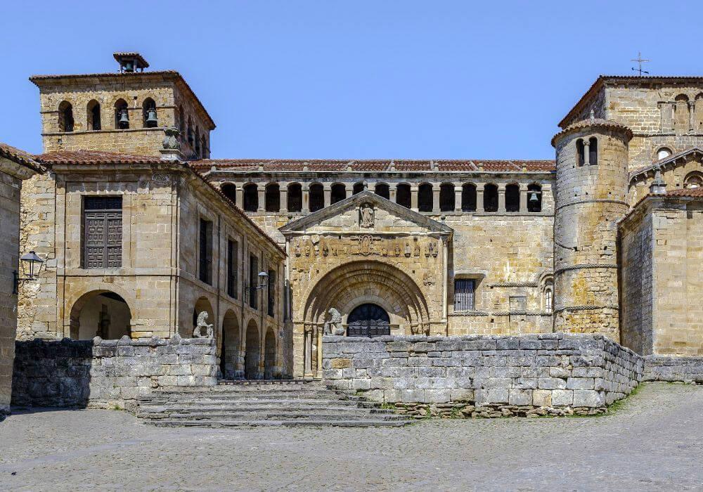 La Colegiata de Santa Julia es una verdadera obra del arte románico.