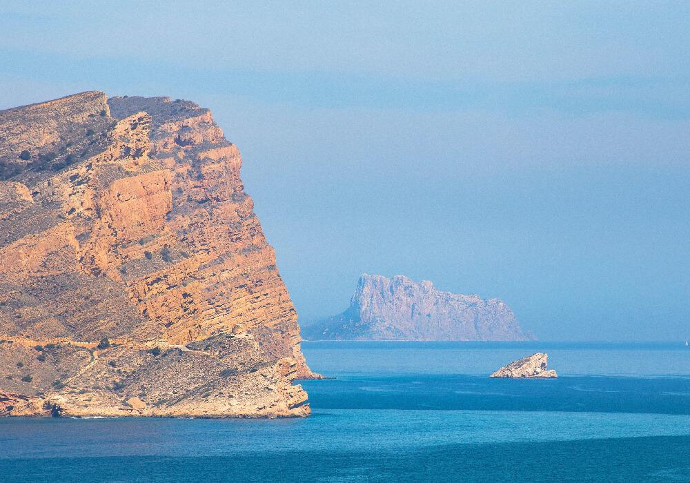 Isla de Benidorm es perfecta para hacer submarinismo. dn tu viaje exprés.