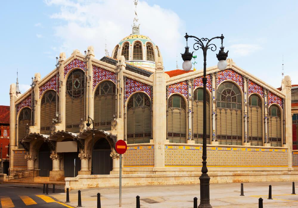 Este mercado en Valencia esta enfocado mucho a los sabores del mediterráneo no te pierdas una visita por el.