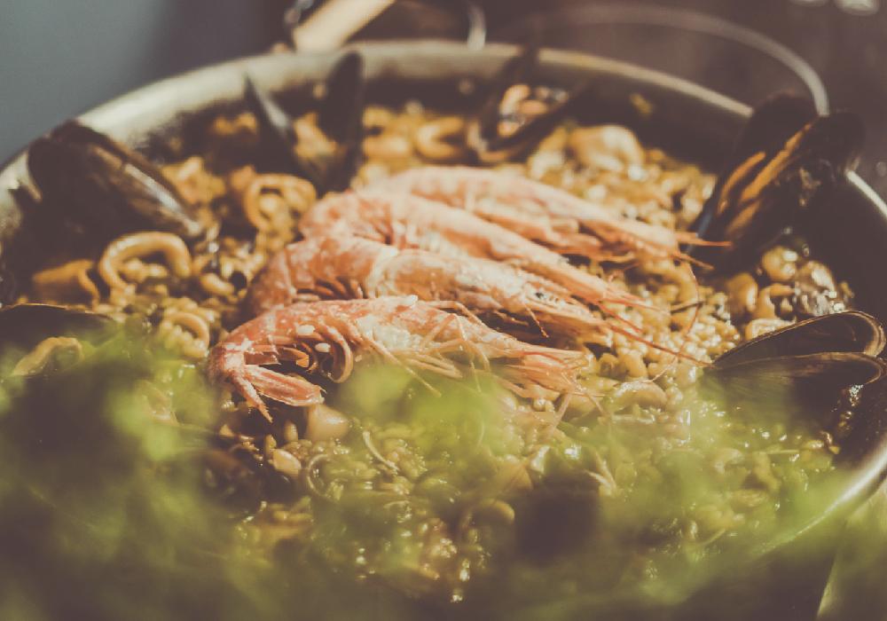 En este viaje a la Comunidad Valenciana no te puedes perder la deliciosa paella que ahí preparan.