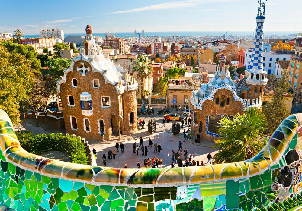 Parque Güell es otro de los principales atractivos del arquitecto Gaudí.