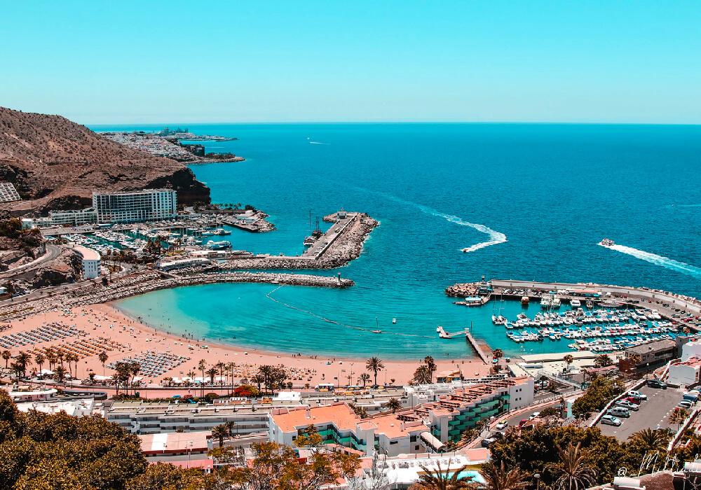 Visita la Playa Amadores en tu viaje a Gran Canaria.