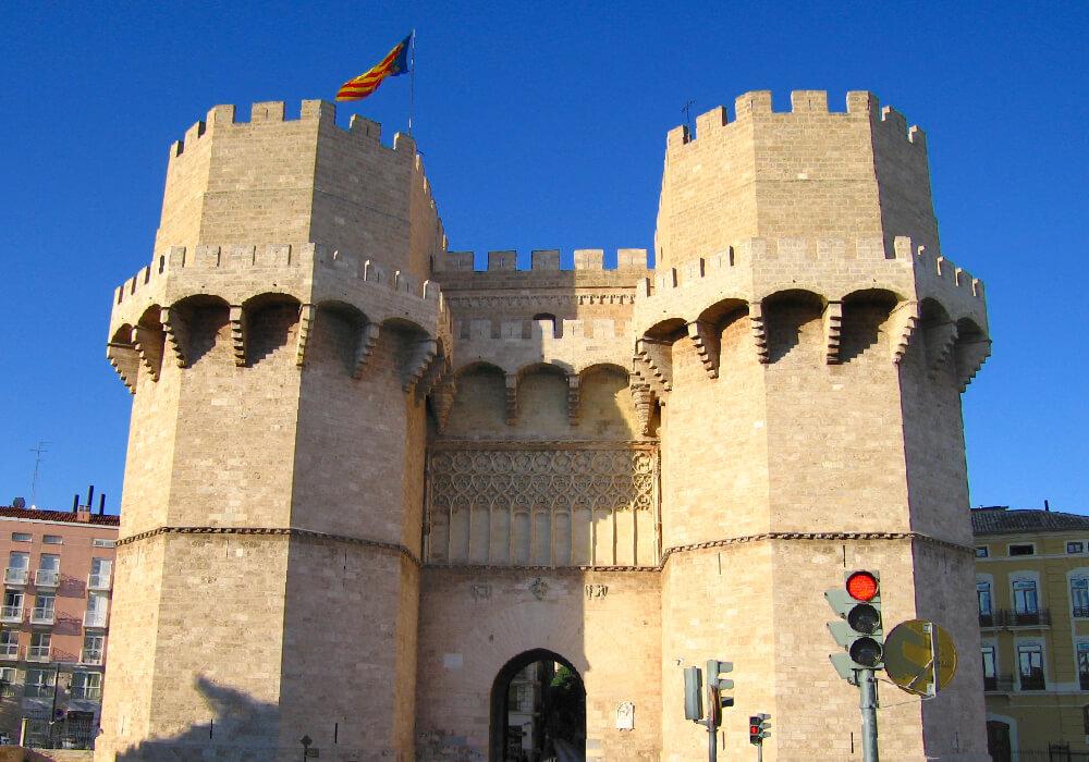 Torres de Serrano una de las pocas obras originales que se conservan de la época medieval, en la Comunidad Valenciana.