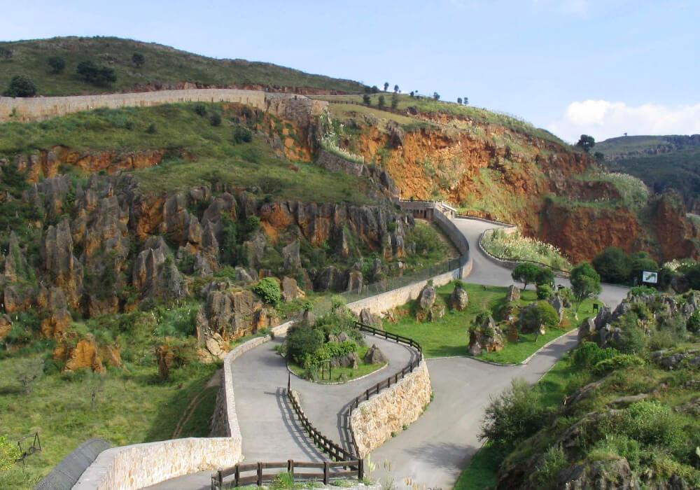 Disfruta de las magníficas vistas del Parque Cabárceno en Cantabria.