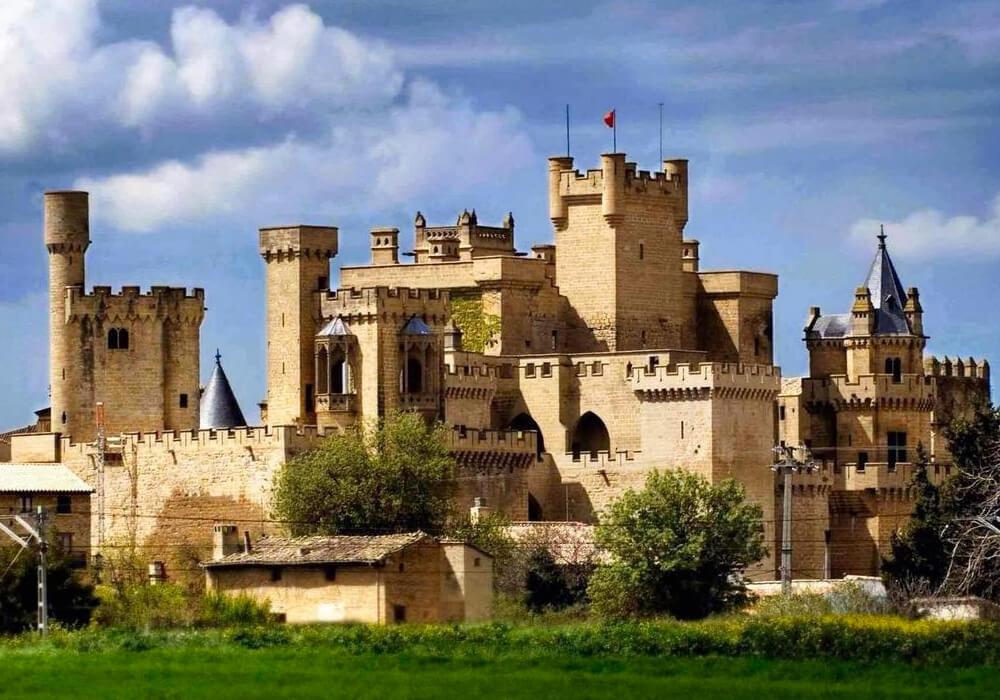 El Castillo de Olite es un Parador Nacional Turístico, ¡No pierdas la oportunidad de alojarte aquí! en tu escapada en Navarra.