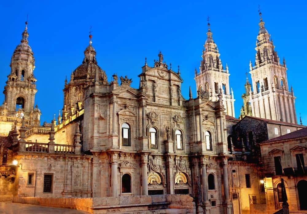 Catedral de Santiago, uno de los sitios a visitar en tu viaje.