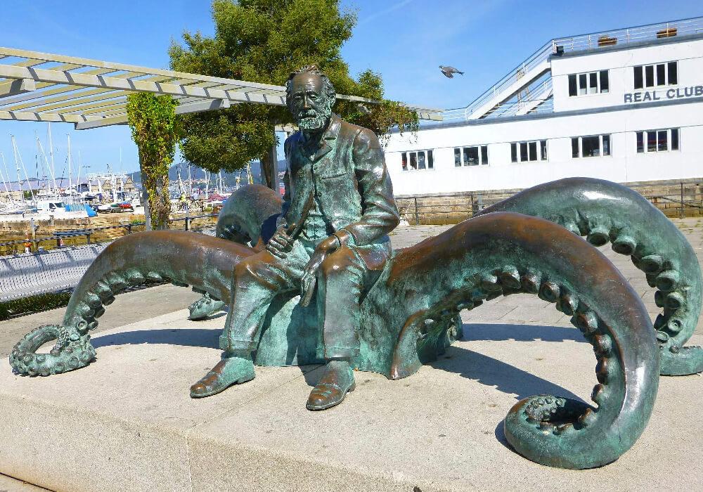 """Julio Verne es aquél que en su obra """"2000 leguas de viaje submarino puso a Vigo en el mapa Internacional."""