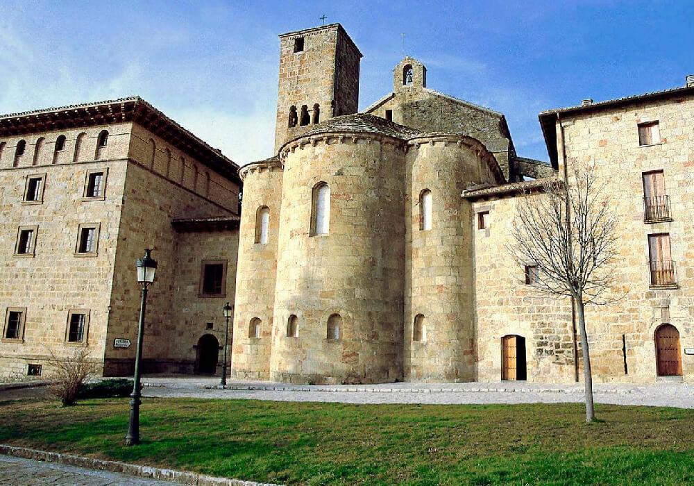 Monasterio de Leyre, también conocido como Monasterio de San Salvador es de los conjuntos monásticos más importantes en toda España.