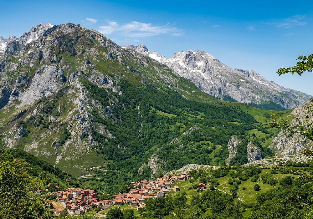 visita sotres en los picos de europa