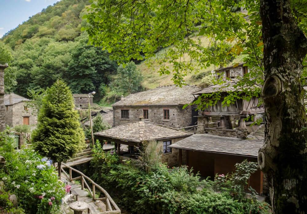 acércate a taramundi en tu ruta en coche por asturias