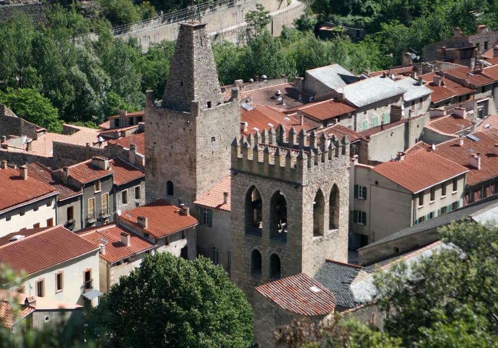 Pasa definitivamente por Villefranche de Conflent un lugar considerado Patrimonio de la Humanidad.