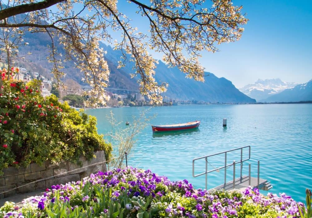 el maravilloso lago leman de los alpes suizos